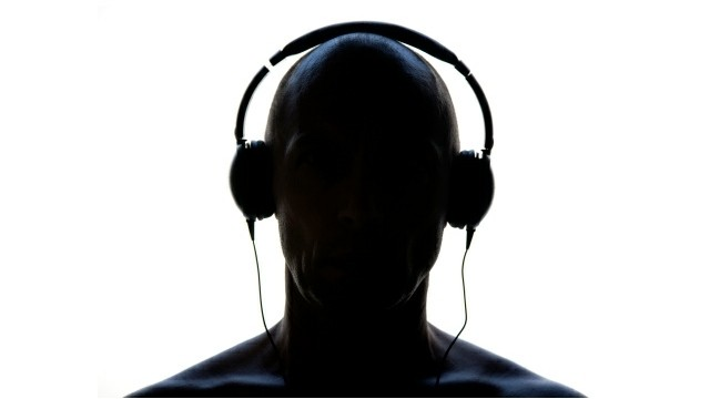 listening-to-music-ipod-cover_music_final_181845045722_640x360